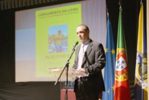 """O ciclista Paulo Ferreira emocionou-se na apresentação do livro """"Dever Cumprido"""" / Direitos Reservados"""