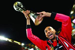 Em maio de 2014, Luisão ergueu a Taça da Liga
