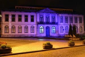 """Em 2014, a Câmara associou-se ao """"Movimento Light It Up Blue"""" / Direitos Reservados"""