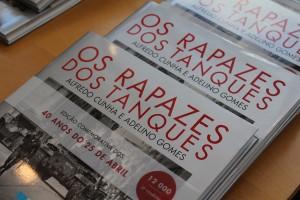 """Livro """"Os Rapazes dos Tanques"""" / Foto: Ricardo Vieira Caldas"""