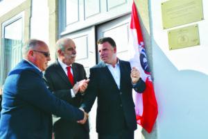 Fernando Duarte, Mário Gonçalves e Marco Martins descerraram a placa inaugural / Foto: Direitos Reservados